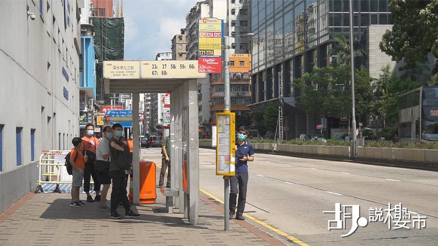 「長沙灣道」也有不少巴士可以往來市區