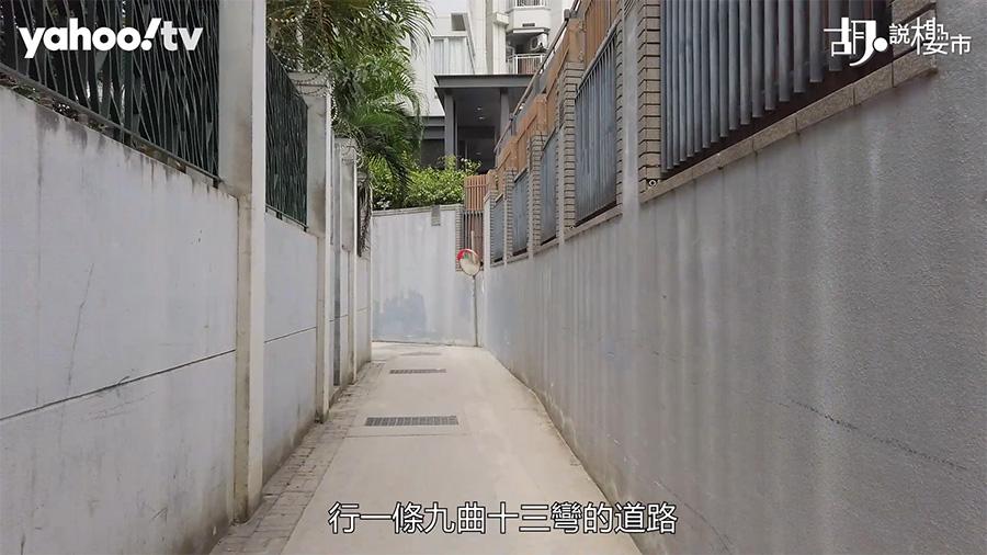 第二個方法,則可以經過一些村屋,行一些九曲十三彎的道路,才可抵達「尚悅.嶺」的後門。