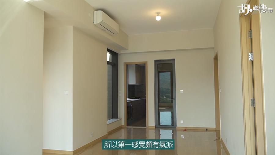 第一座頂層的B室,實用面積964呎
